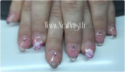 rose sur ongles transparent